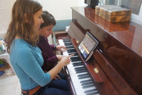 child+getting+piano+lesson